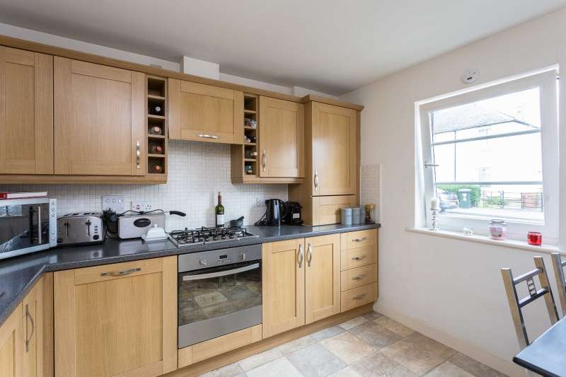2 Bedrooms Ground Flat for sale in Florence Place, Perth, PH1 5BL