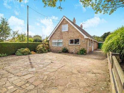 3 Bedrooms Detached House for sale in Catfield, Great Yarmouth, Norfolk