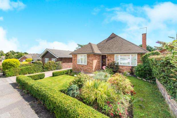 3 Bedrooms Bungalow for sale in Guildford, Surrey
