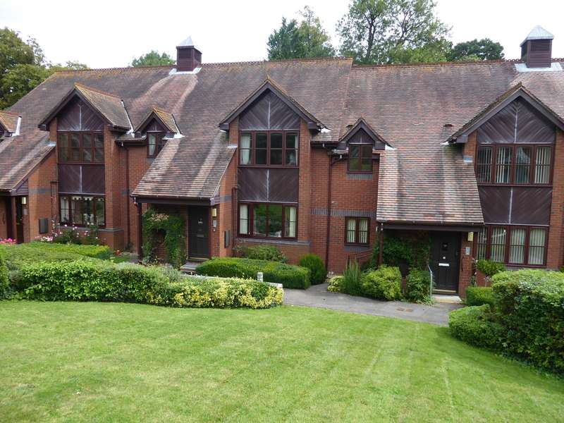 2 Bedrooms Flat for sale in Hamblewood Court, Church Lane, Botley, Southampton, SO30