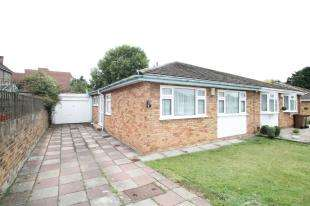 3 Bedrooms Bungalow for sale in Chartwell Close, London, .