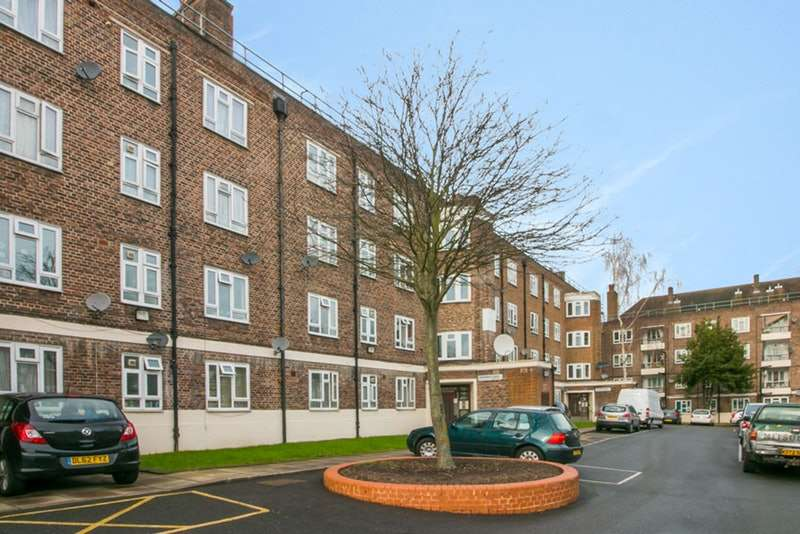 4 Bedrooms Apartment Flat for sale in Greenleaf Close, Tulse Hill, London, SW2