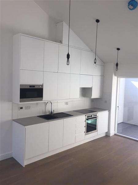 2 Bedrooms Semi Detached House for rent in Sydenham Road, Bristol