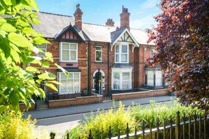 4 Bedrooms Terraced House for sale in Monks Road, Lincoln, Lincolnshire, .