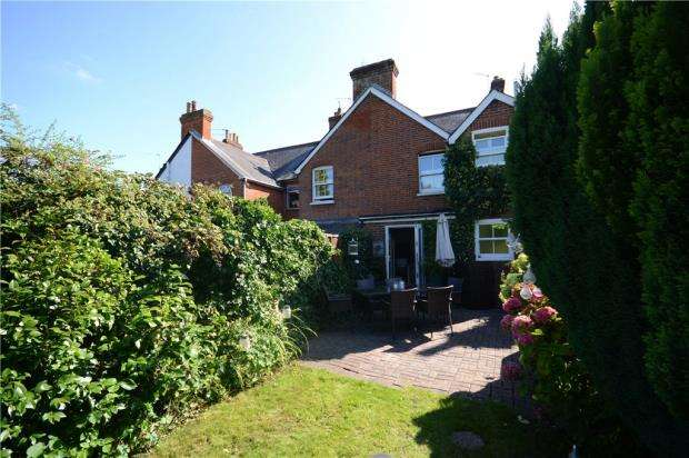 3 Bedrooms End Of Terrace House for sale in Hale Reeds, Farnham, Surrey