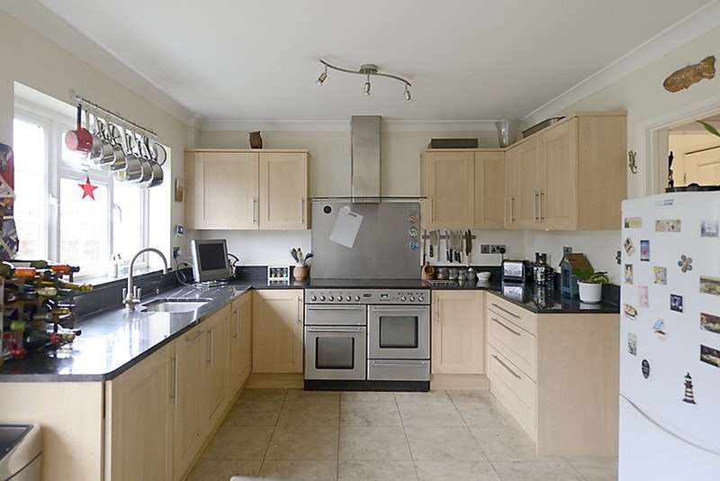 4 Bedrooms Semi Detached House for sale in St. Marys Avenue, Purley on Thames, Reading, Berkshire, RG8
