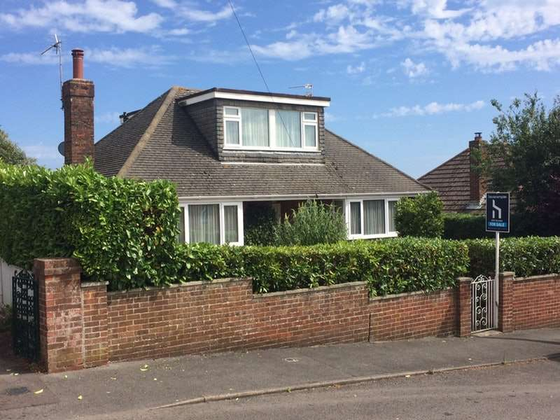 4 Bedrooms Bungalow for sale in Chandos Avenue, Poole, Dorset, BH12