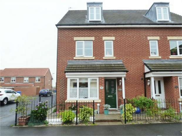 4 Bedrooms Town House for sale in Roxburgh Close, Seaton Delaval, Whitley Bay, Northumberland