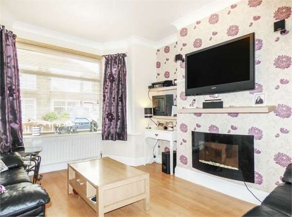 3 Bedrooms Terraced House for sale in Grove Road, Redcar, North Yorkshire