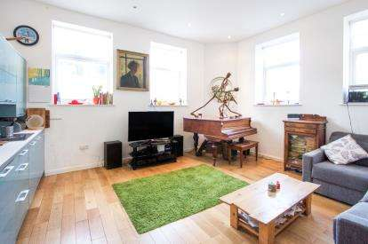 2 Bedrooms Flat for sale in 90 Church Road, Leyton, London