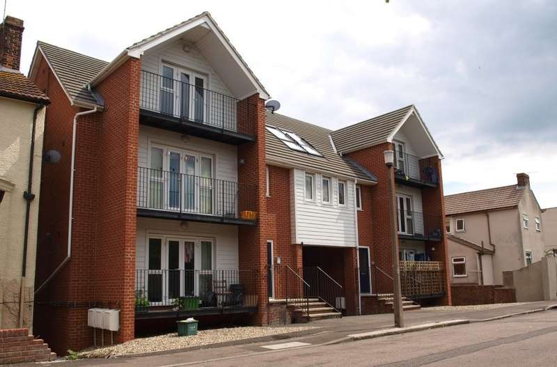 2 Bedrooms Flat for sale in Stour Road, Harwich CO12 3HF