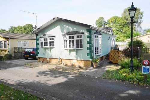 2 Bedrooms Park Home Mobile Home for sale in Dewlands Park, Verwood