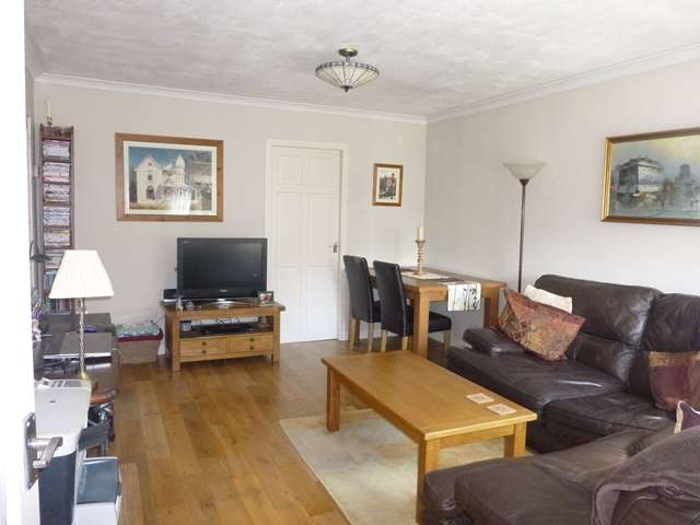 2 Bedrooms Flat for sale in Clydesdale Street, Mossend, Bellshill, Lanarkshire, ML4 2RS