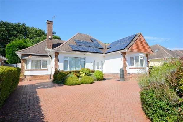 2 Bedrooms Detached Bungalow for sale in Dulsie Road, Talbot Woods, Bournemouth