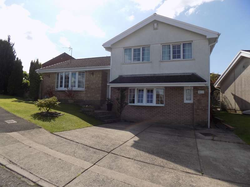 4 Bedrooms Detached House for sale in Ridgewood Gardens, Cimla, Neath, SA11 3QG