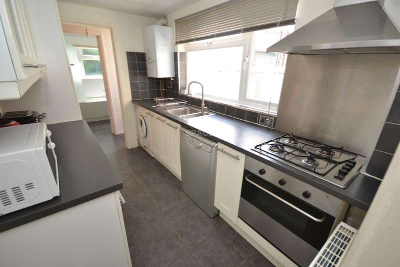 4 Bedrooms Terraced House for rent in Foxhill Road, Reading, Berkshire, RG1 5QR