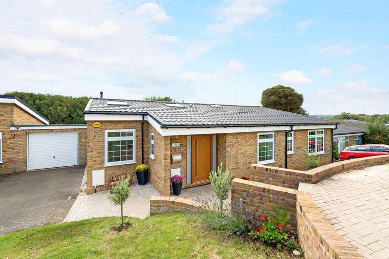 4 Bedrooms Bungalow for sale in Beech Hill Court, Berkhamsted