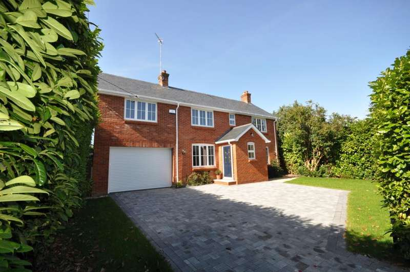 5 Bedrooms Detached House for sale in Eastfield Lane, Ringwood, BH24 1UR