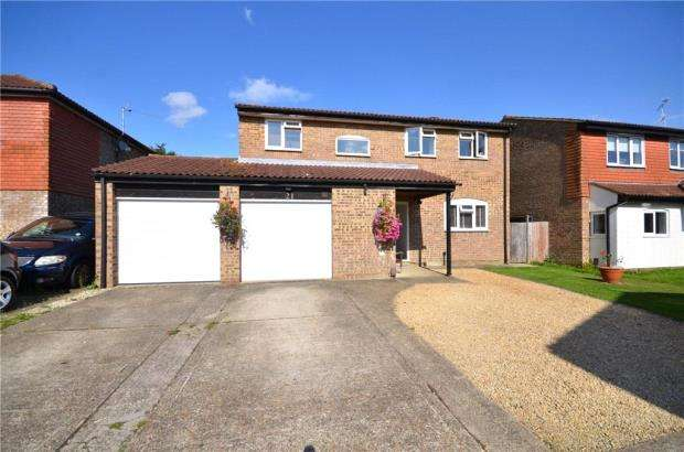 4 Bedrooms Detached House for sale in The Fairway, Maidenhead, Berkshire