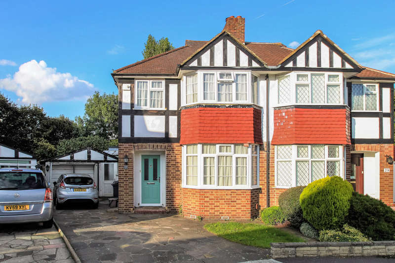 3 Bedrooms Semi Detached House for sale in Bargate Close, New Malden