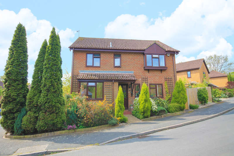 4 Bedrooms Detached House for sale in Overton Shaw, East Grinstead