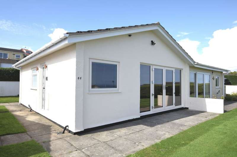 2 Bedrooms Semi Detached Bungalow for sale in Knipe Point Drive, Scarborough, North Yorkshire YO11 3JT