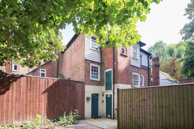 1 Bedroom Flat for sale in Epsom, Surrey, England