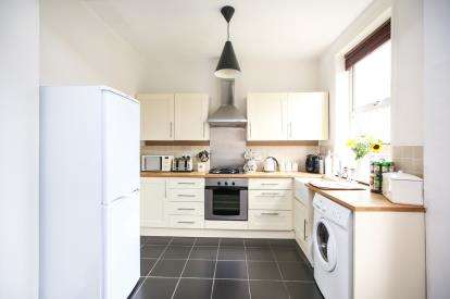 2 Bedrooms Semi Detached House for sale in Commercial Road, Hazel Grove, Stockport, Cheshire
