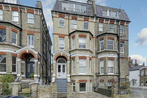 3 Bedrooms Flat for sale in Cannon Place, Hampstead Village, NW3