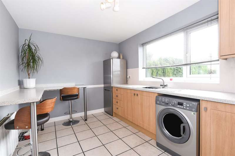 2 Bedrooms House for sale in Carlton Road, Sutton on Derwent, York, YO41 4BS