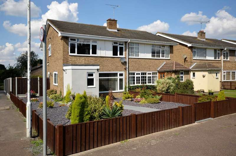 4 Bedrooms Semi Detached House for sale in Foxhunter Walk, Billericay