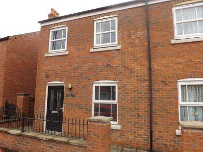 3 Bedrooms Semi Detached House for sale in Wellington Street, Louth, Lincolnshire