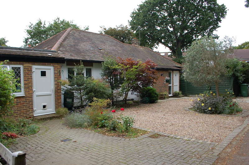 4 Bedrooms Detached Bungalow for sale in Hampton