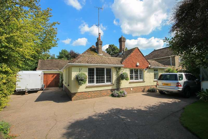 3 Bedrooms Detached Bungalow for sale in London Road, East Grinstead