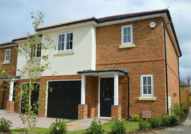3 Bedrooms Semi Detached House for sale in Bakersfield Close, Chessington Road, West Ewell