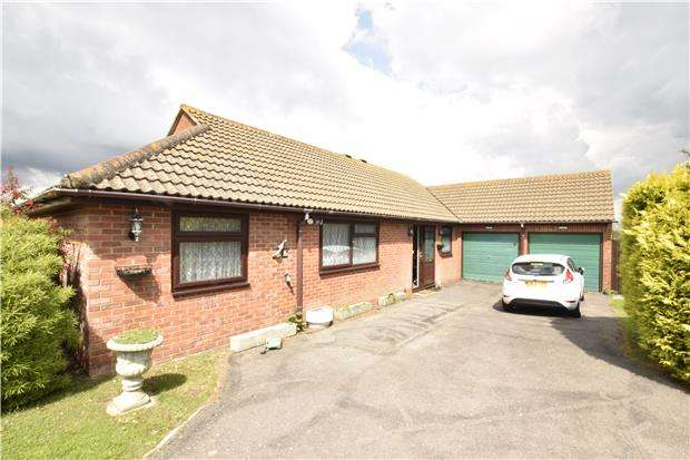 3 Bedrooms Detached Bungalow for sale in The Cloisters, EASTBOURNE, East Sussex, BN22 0JW