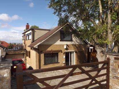 3 Bedrooms Bungalow for sale in Lister Grove, Heysham, Morecambe, Lancashire, LA3