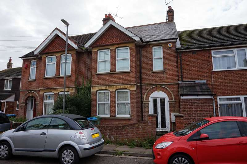 3 Bedrooms Semi Detached House for sale in Ascott Road, Aylesbury