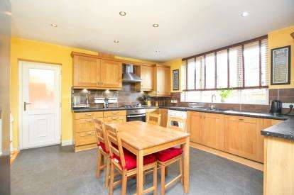 3 Bedrooms Semi Detached House for sale in Gwenbury Avenue, Offerton, Stockport, Cheshire