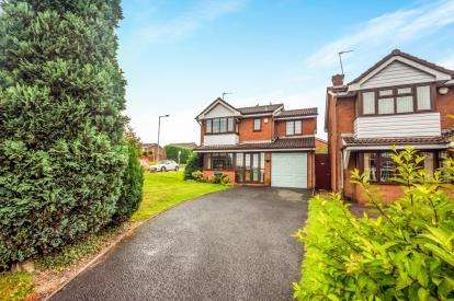 4 Bedrooms Detached House for sale in Nightingale Crescent, Coppice Farm, Willenhall, West Midlands