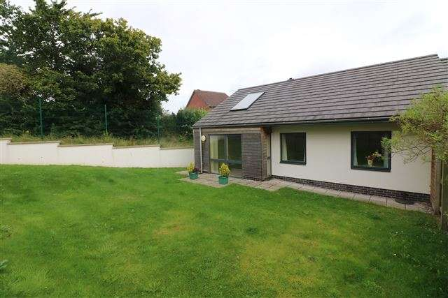 2 Bedrooms Bungalow for sale in Heysham Meadows, Carlisle, CA2 7RQ