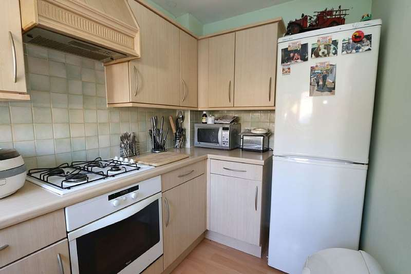 2 Bedrooms Terraced House for sale in Aurelius Close, Kingsnorth, Ashford, Kent, TN23 3QU