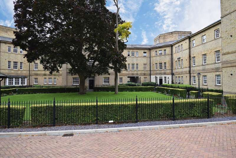 2 Bedrooms Flat for sale in Parklands Manor, Tuke Grove, Wakefield