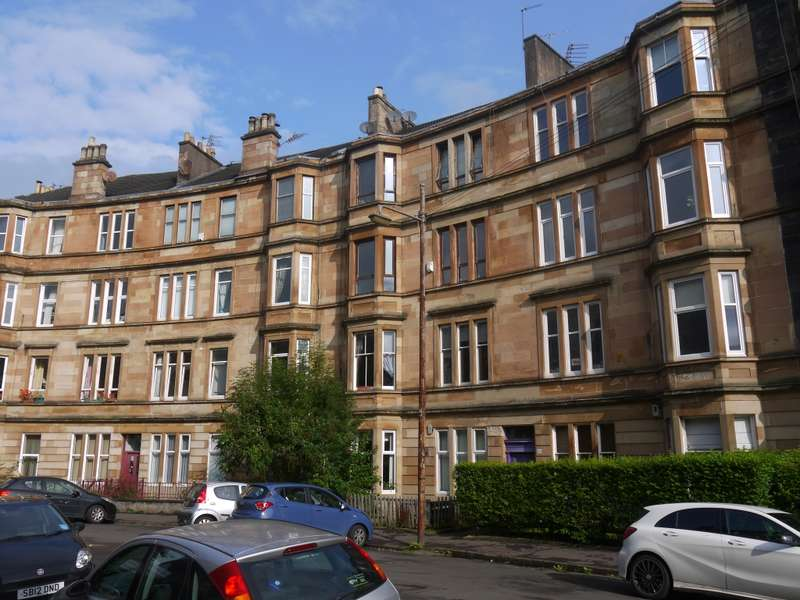 3 Bedrooms Flat for sale in 3/1, 84 Albert Avenue, Glasgow, G42 8RD