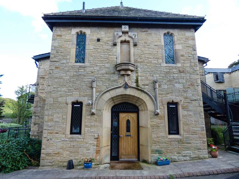 2 Bedrooms Apartment Flat for sale in St Thomas Church , Palace House Road, Hebden Bridge, HX7 6HF