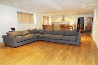 3 Bedrooms Flat for rent in Castle Boulevard, Nottingham, NG7 1FN