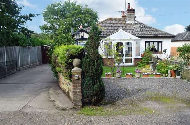 2 Bedrooms Semi Detached Bungalow for sale in 30a Pilcox Hall Lane, Tendring, Clacton-on-Sea, Essex