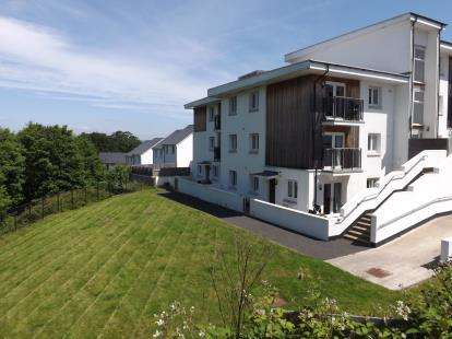 2 Bedrooms Flat for sale in Ogwell, Newton Abbot, Devon
