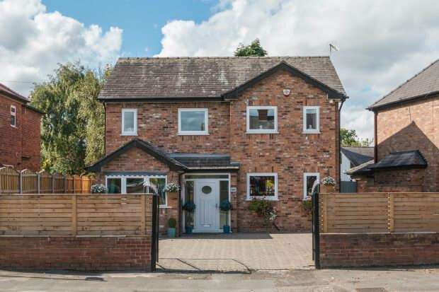 4 Bedrooms Detached House for sale in Thorley Lane, Timperley