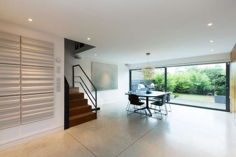 3 Bedrooms House for sale in Fellows Road, London